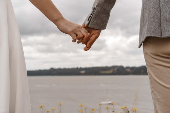Hand in Hand Ehepaar