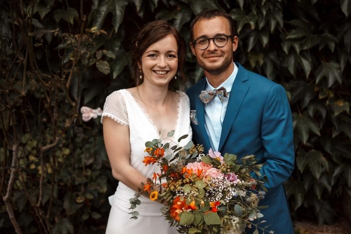 Brautpaar mit Strauss